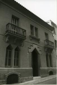 Ref. 9831. Fot. Cèlia Cañellas. Edifici Familia Badia. Pintor Carbonell, 5. 1980. AMMR